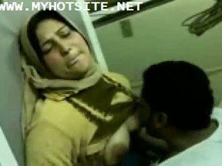 Arab nevasta de casa inpulit de tineri armasar