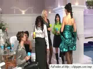 Attraente donne bere dicktails