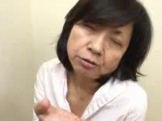 Japonesa mamá sucks swallows & squirts