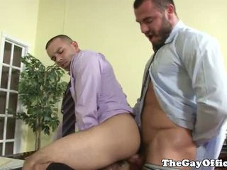 Officesex hunk fucking his bosses ass