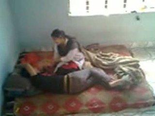Bangladeshi lekárske študent s bf v mess (leaked)