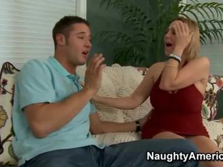 Xxx occurs kad seksuālā mammīte desires a hunky pusaudze