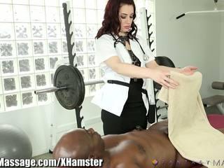Masseuse takes priekšrocība no clients liels dzimumloceklis: bezmaksas porno 43
