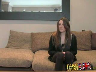 Fakeagentuk posh jaunas britiškas mergaitė gets analinis baigimas viduje perklausa