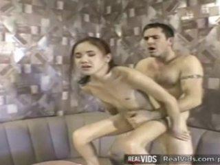 एशियन वेट्रेस गड़बड़ द्वारा muscle कॉक