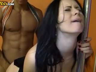 Squirting brune fucked nga bishë penis