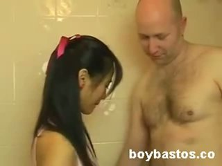 Pretty Sexy Pinay kinatok si BF sa bathroom