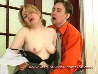 Muda guy lickfuck dan seks dengan memasukkan jari tua dewasa babe