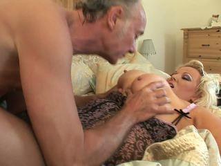 हॉर्नी बीबीडबलियू में उसकी सेक्सी अंडरवेर gets humped द्वारा पुराने guy