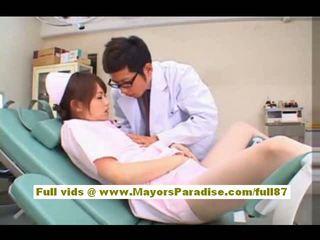 Akiho yoshizawa 섹시한 아시아의 간호사 enjoys teasing 그만큼 의사