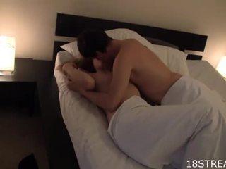 Mignonne fille kisses