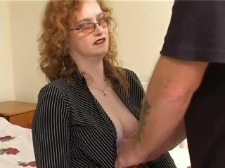 毛茸茸 蒼白 紅發 奶奶 gets 性交
