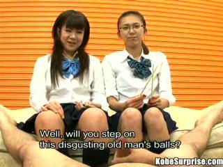 Schoolgirls ir a bybis