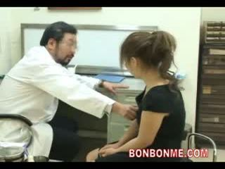 Hamil remaja menjadi kacau oleh dokter untuk membuat abortion 03