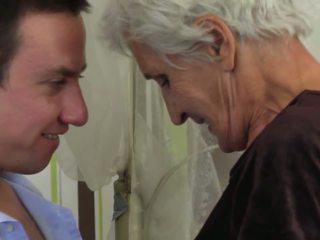 Ταμπού σπίτι stories με γιαγιά και μαμά, πορνό d8