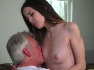Innocent ベイブ ファック バイ grandfather - ポルノの ビデオ 771