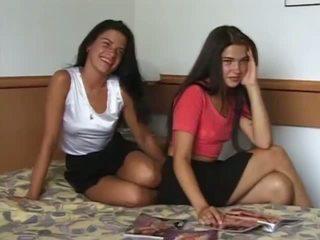 Sebenar dan panas twin sisters got telanjang