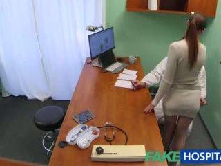 Fakehospital doktor gets seksi patients muca mokro