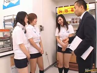 Japānieši av modele uz a piss video