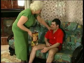 Young saçly dude fucks old hag