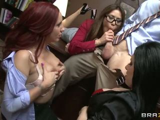 Johnny gets sucked por tres caliente chicas vídeo