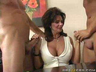 Breasty μητέρα που θα ήθελα να γαμήσω deauxma engulfing επί 2 μεγάλος σκληρά boner