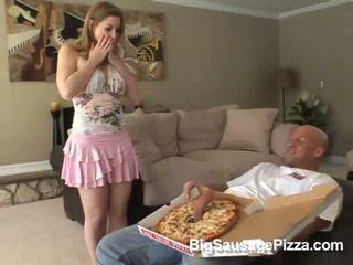 Graziosa bruna doing pompino e titsjob per pizza guy con pizza su