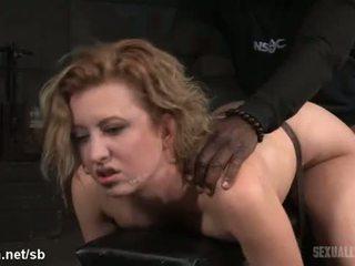 Atrocious à canzana foda para quente escrava enquanto ela gives molhada deepthroating