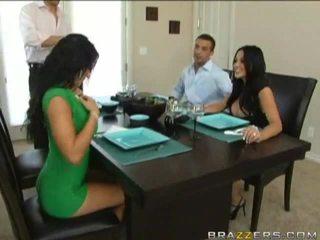 Husbands swap femmes précédent à dinner