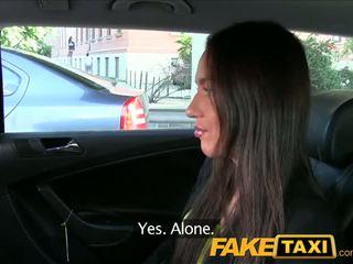 Faketaxi taxi driver fucks puolue tyttö päällä takaistuin