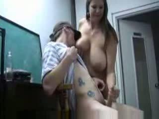 बड़े स्तन, माताओं और लड़कों