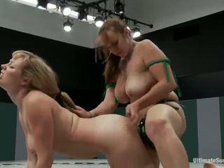 Adrianna nicole ja bella rossi mängima seks mäng xxx mäng kokku kokku koos a strapon selle asemel kohta maadlemine