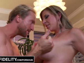 Pornfidelity - grand mésange milfs sara jay et kelly faire ryan foutre trois times - porno vidéo 261