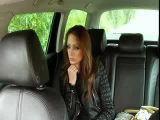 Uly emjekli brunet fucks big gotak in fake taxi