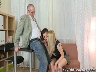 Che cosa insegnante wouldn't essere turned su da guardare two di suo students getting esso su con ogni altro?