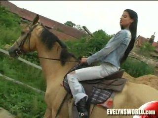 Klara smetanova - seksualu apie ferma
