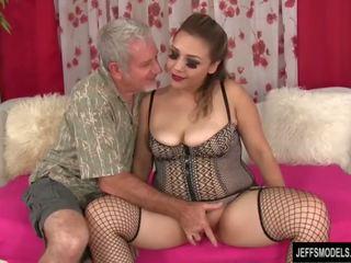 性感 豐滿的 女孩 gets 性交 和 附帶 在 口