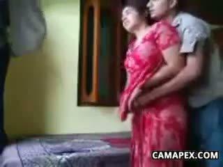 Възбуден индийски двойка чукане