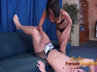 Bite mashing vidéo de une homme being ball squeezed: hd porno 29