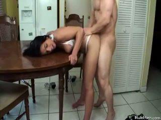 Horký maminka gets fucked v the kuchyně