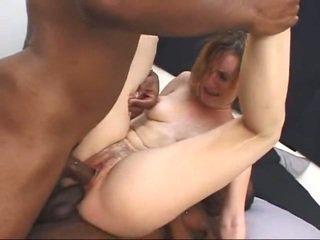 Blanc milf gets screwed par two grand noir cocks