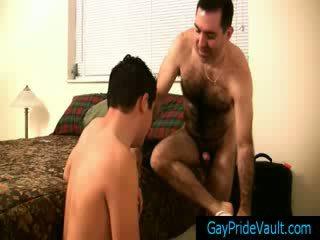 Poraščeni gej medved getting njegov tič sucked gaypridevault