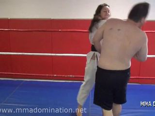 Смесен fight- headscissor beatdowns потъпкване humillation