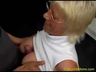 Стар hottie enjoys мацка хуй