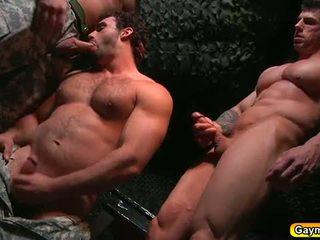 Bunker анал ебать гей трійця