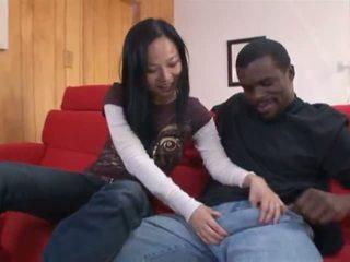Niya yu a abdominable fekete férfi