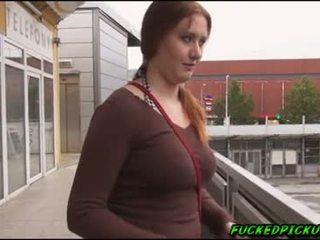 Helen was offered ein stack von rechnung für sex