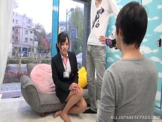 Orjentale journalist emi asano has një handful i spermë
