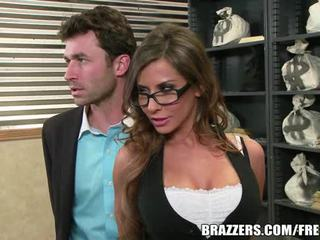 Madison ivy's perfekt röv gets split av henne boss's kuk