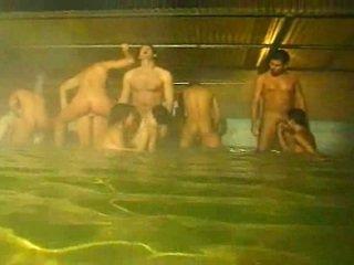 Piss: ऑर्जी में the पूल और सॉना